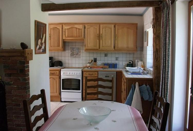 4-a-Gite-kitchen-and-dining-(Copier)